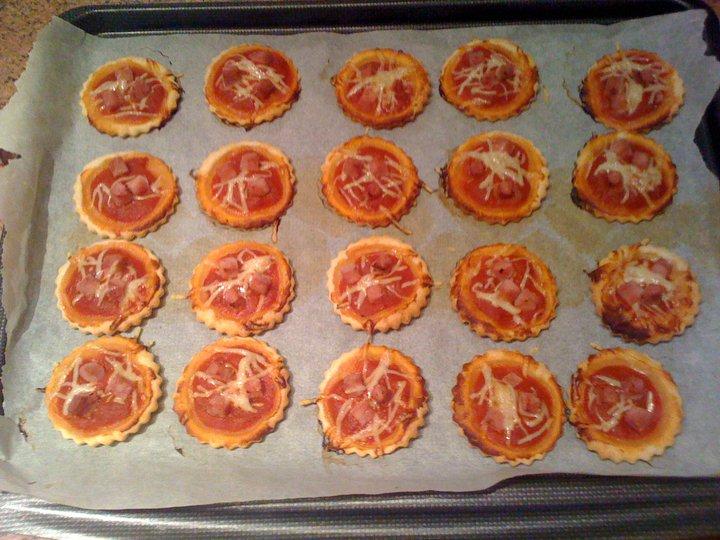 mini pizzas rapides la cuisine de j r me recettes de cuisine cours de cuisine gratuit. Black Bedroom Furniture Sets. Home Design Ideas